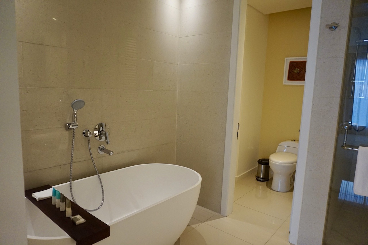 Hyatt Regency Cartagena master bathroom